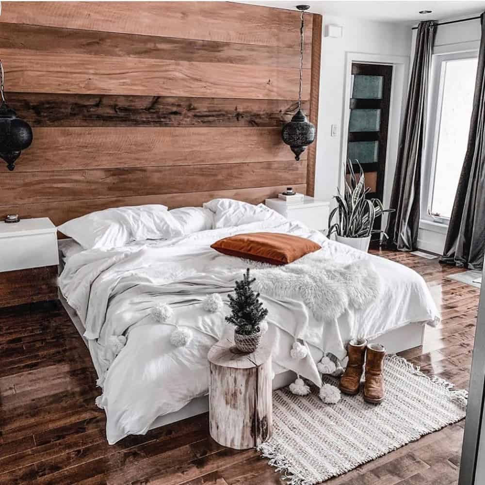 Our list of small bedroom ideas is great! If you wish to decorating small rooms and have a small apartments, this post is for you. via www.interiorfun.com #smallbedroomideas #smallbedroomstorageideas #spacesaving #bedroomideasforsmallrooms #smallbedroom #spacesavingbedroom #decoratingbedroom