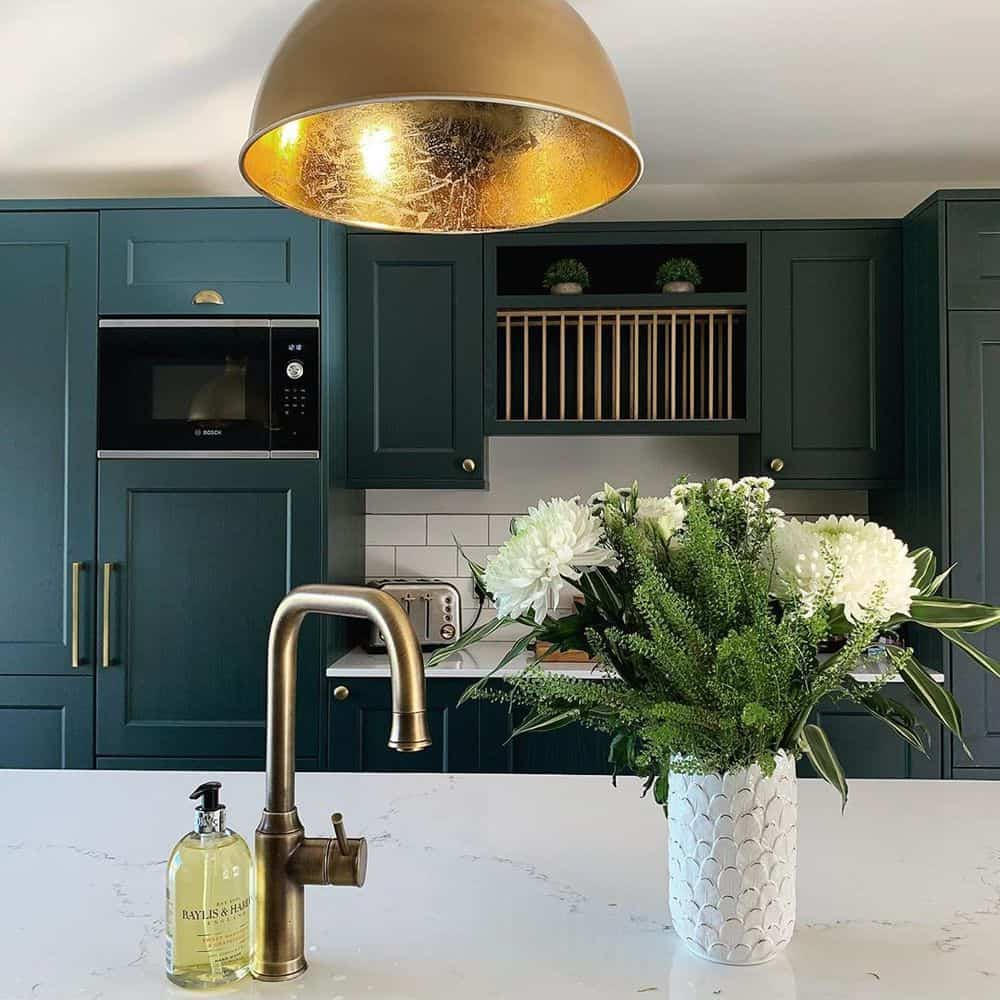 Ideas that can Offer Your Small Kitchen a Splendid Look - Center Piece