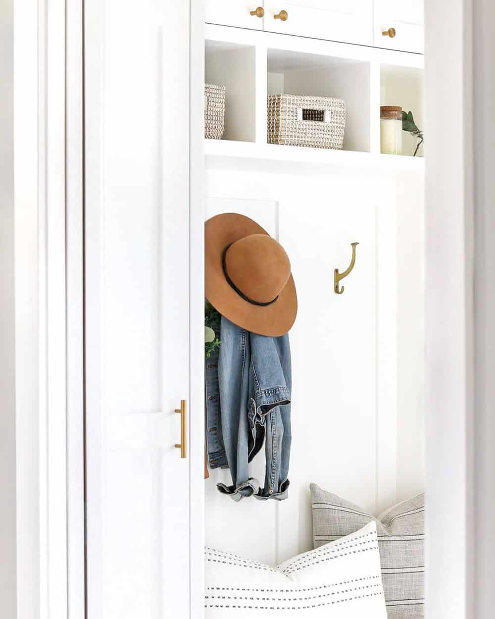 Worth Trying Mudroom Ideas for the House - ><figcaption class=