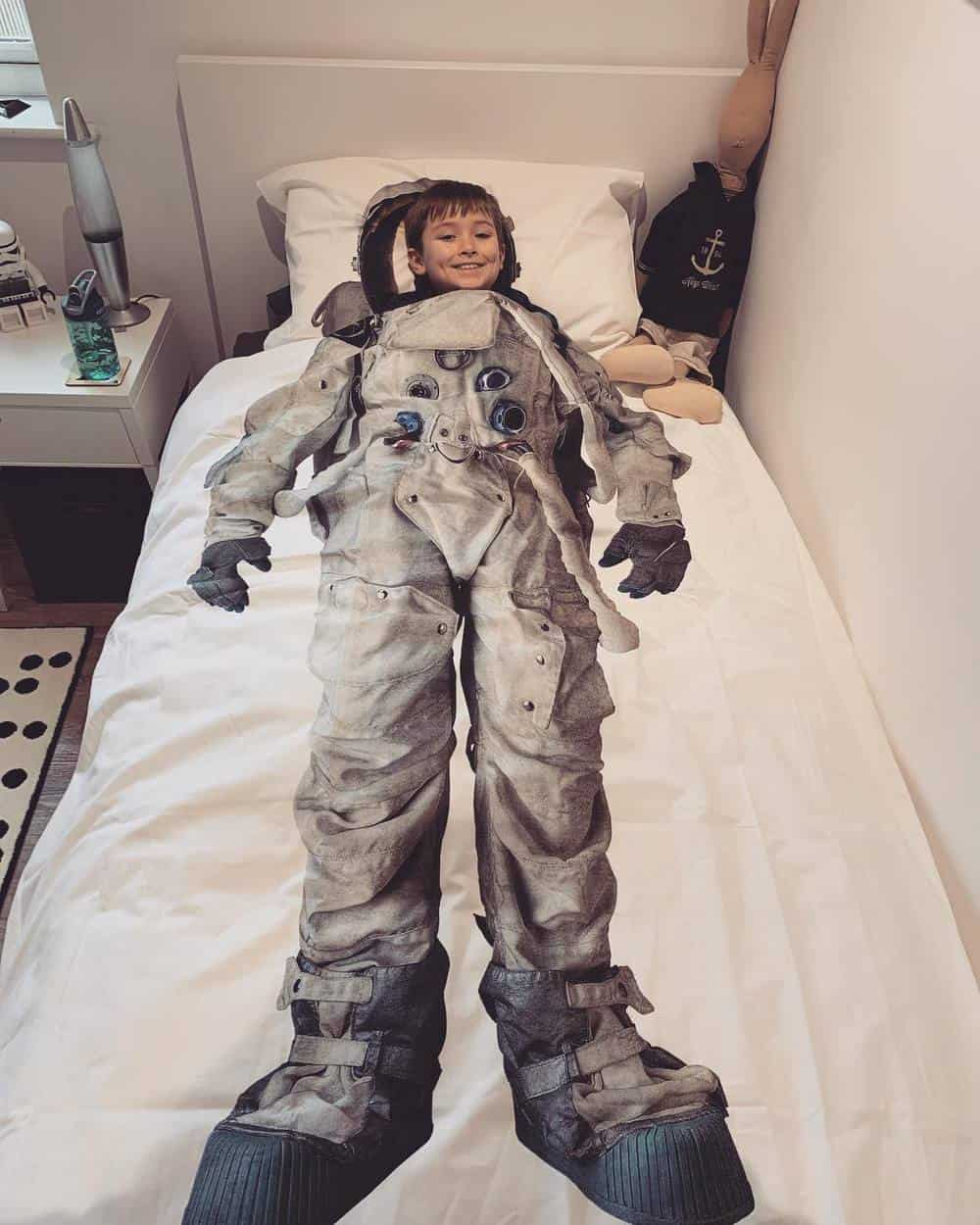 Space Themed Bedroom - Astronaut Bedding and bedsheet