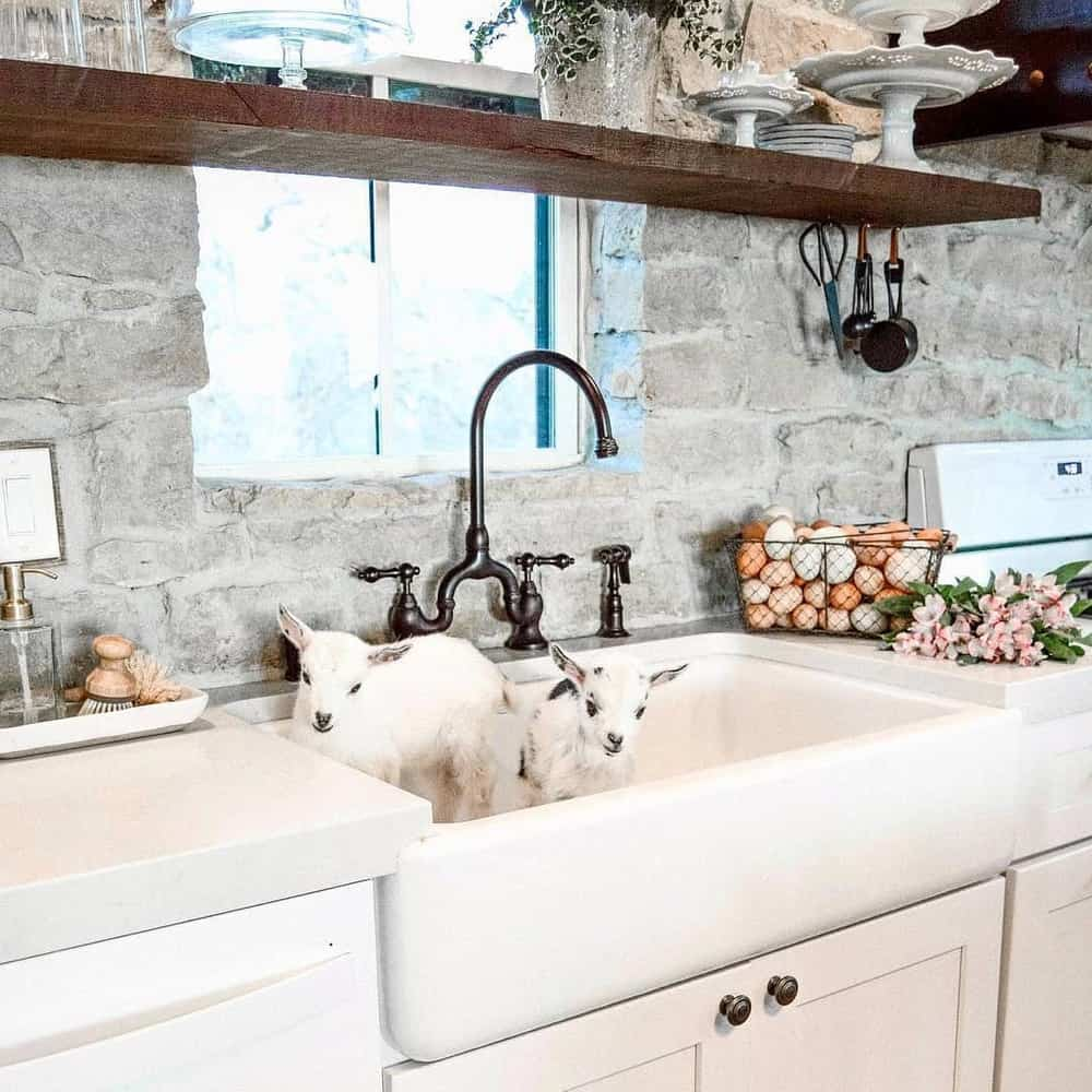 Best Ideas to Decorate Your Modern Country Kitchen - Install Big Farmhouse Sink