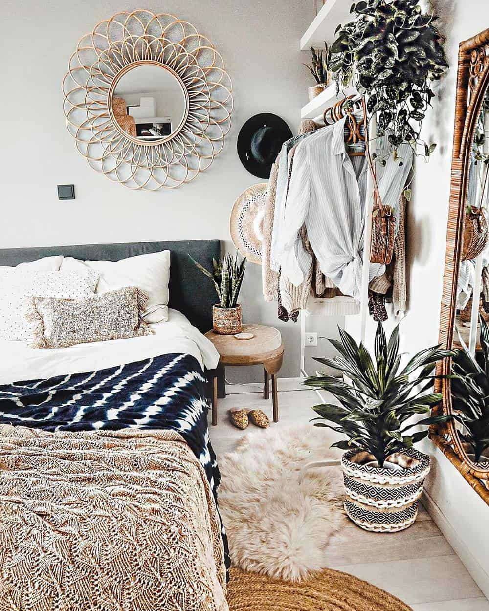 65 Amazing Small Bedroom Ideas to Create Space - Bohemian Ideas for Bright Look