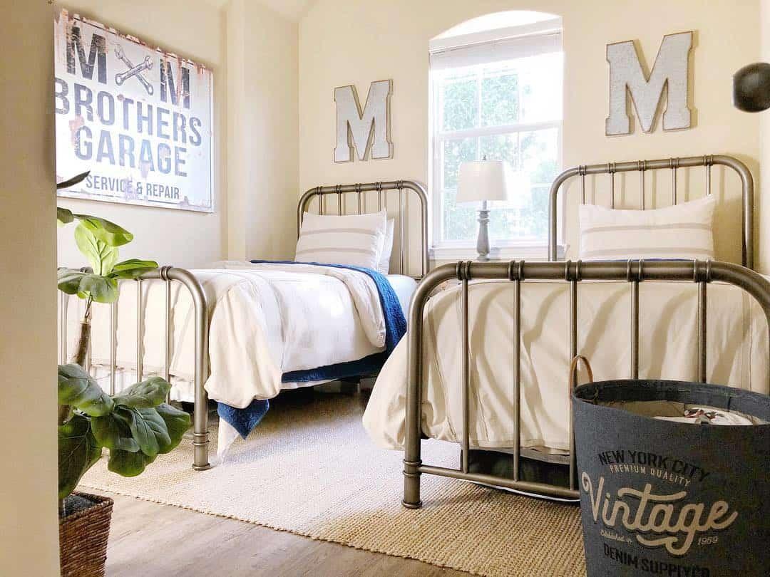 65 Amazing Small Bedroom Ideas to Create Space - Symmetrical Idea