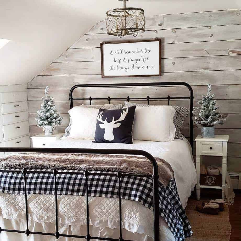65 Amazing Small Bedroom Ideas to Create Space - The Rustic Farmhouse Style