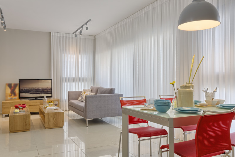 How To Make Your Living Room Look Bright - Light Curtains